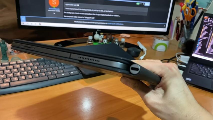 外國 YouTuber 開箱 iPad Pro 巧控鍵盤,鍵盤手感佳,但超乎想像地重